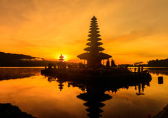 ulun danu temple sunset