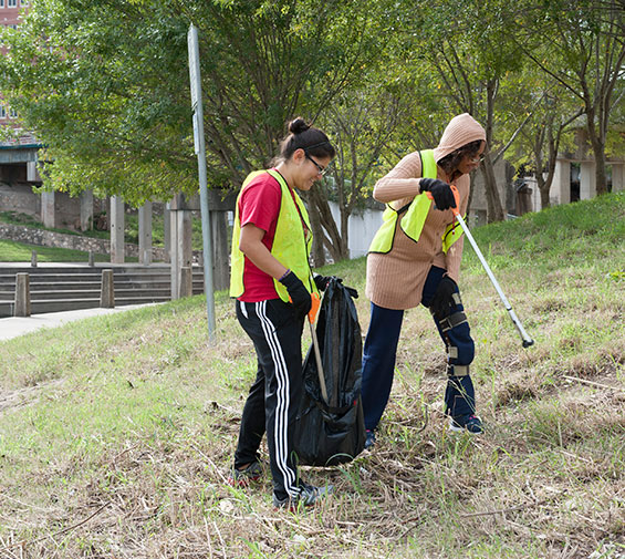 UHD undergraduate Antigua Johnson (right) participates in a Buffalo Bayou clean-up project near campus.
