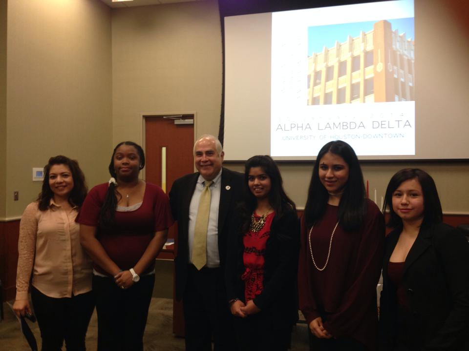 Dr. Flores poses with Alpha Lambda Delta officers (left to right): Evelyn Valdez (vice president), Daral Moore Washington (president), Shamsa Ali (treasurer), Suha Sarosh (secretary) and Arin Garcia (historian)