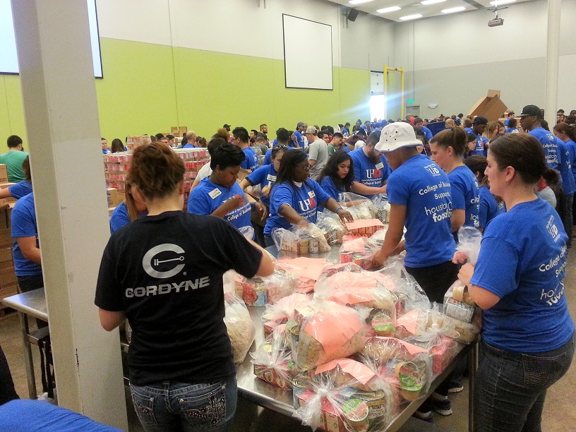 UHD students package meals at Houston Food Bank