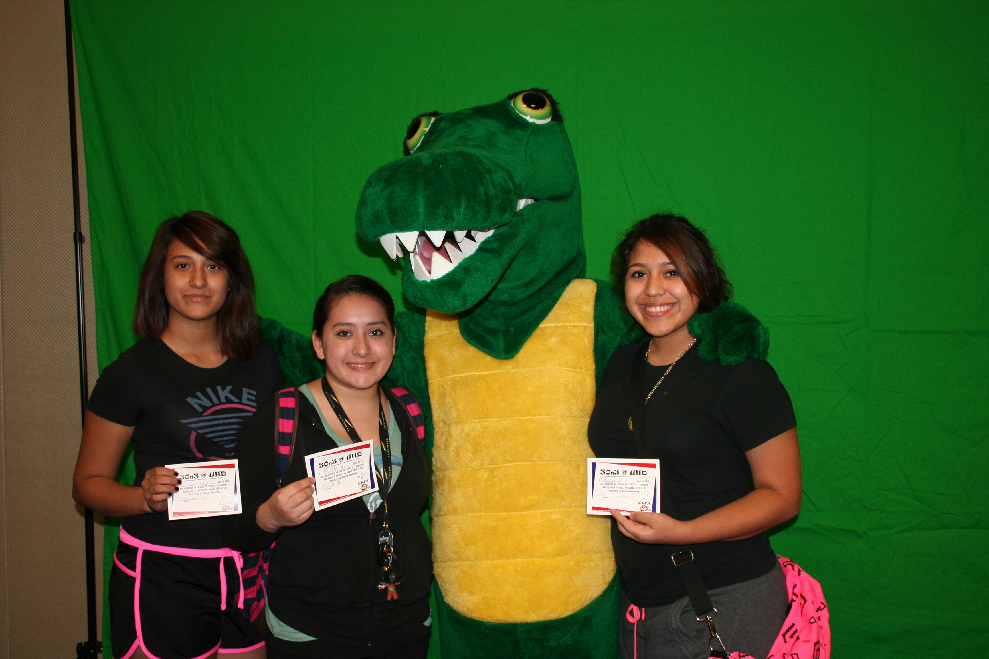 Students taking 30n3 pledge and pose with Ed-U-Gator.