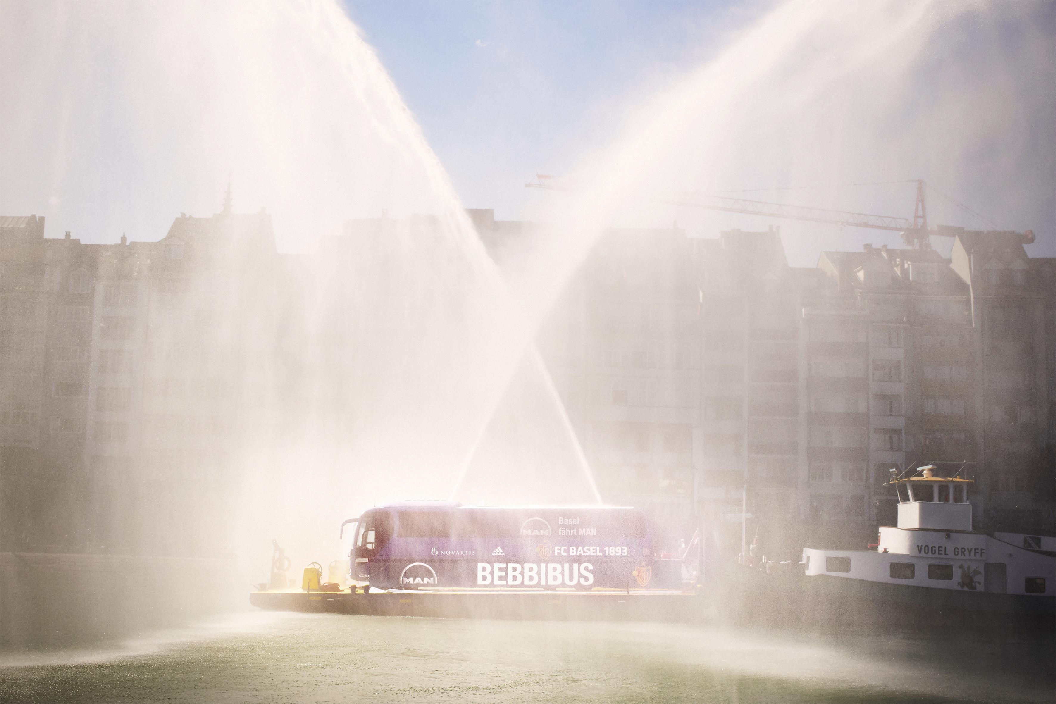 MAN und der FC Basel 1893 präsentieren neuen Mannschaftsbus
