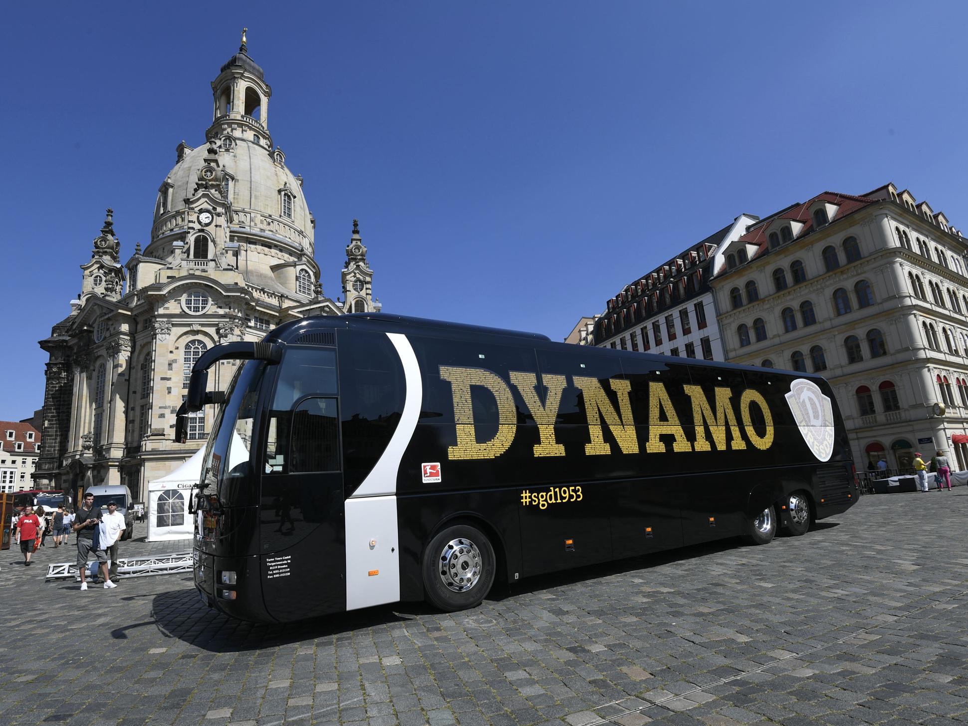In dem neuen Mannschaftsbus, einem MAN Lion's Coach, erwartet die Spieler von Dynamo Dresden eine Hecklounge, Beinauflagen und On-Board-Entertainment.