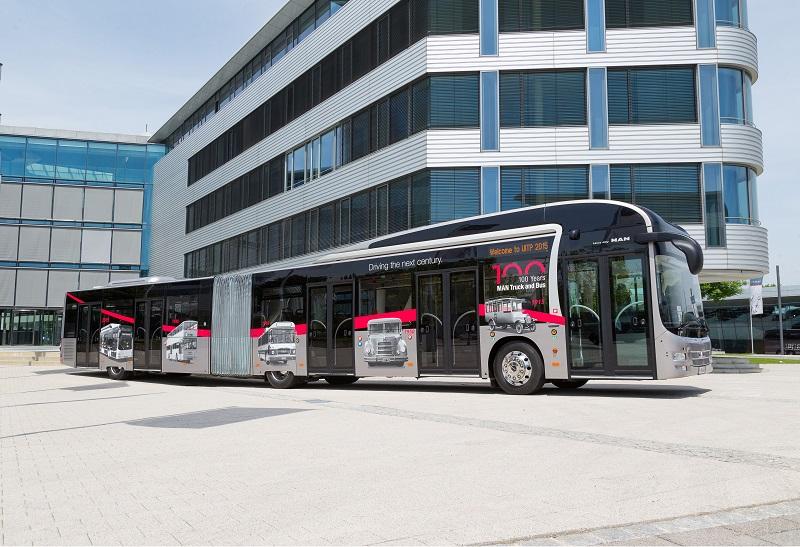 Der 18,75 Meter lange Gelenkbus hat fünf doppelt breite Türen. Dieses auf dem Markt einzigartige Türkonzept garantiert auch in Stoßzeiten einen optimalen und schnellen Passagierfluss und kurze Haltezeiten.