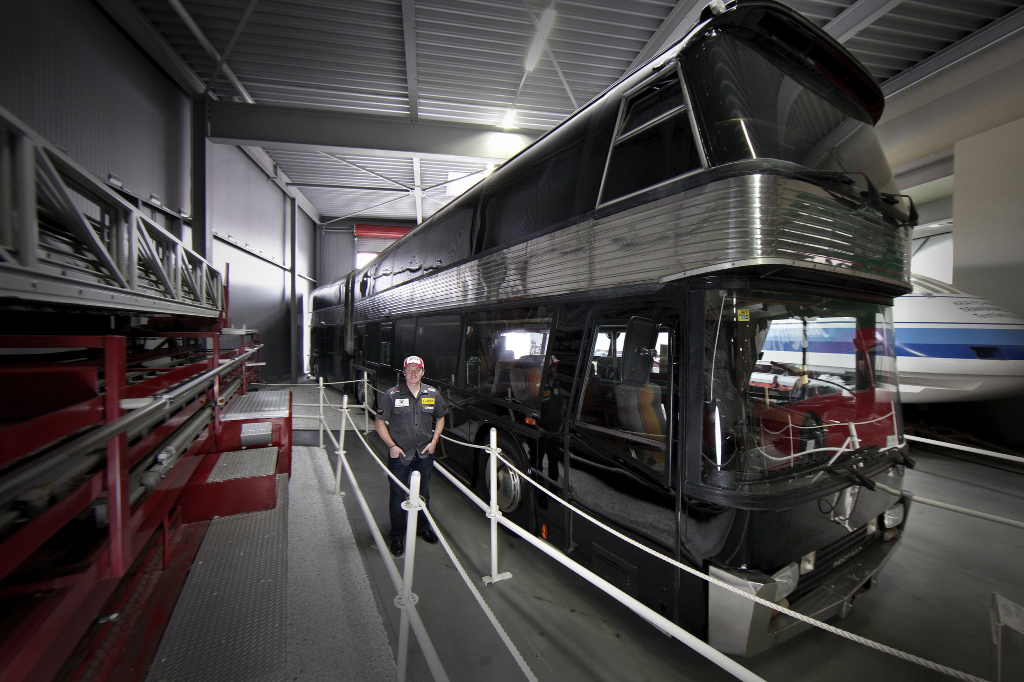 "The Kelly Family used an articulated NEOPLAN Skyliner, ""the lindworm"", as jumbo tourbus since 1996."