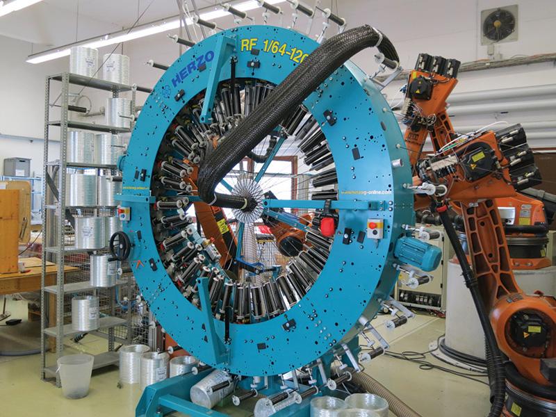 Flechtroboter für Carbonfaserteile bei der Firma Munich Composites