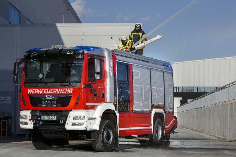 MAN Truck & Bus nimmt mit verschiedenen Modellen an der Messe Interschutz 2015 teil – hier ein MAN TGM 18.340 in Euro 6-Ausführung.