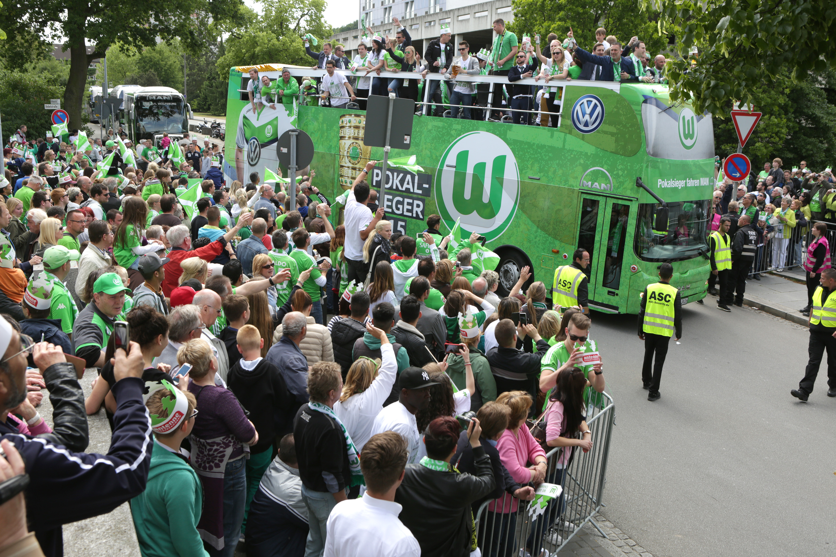 MAN supplies a converted double-decker bus for the cup winners from Wolfsburg