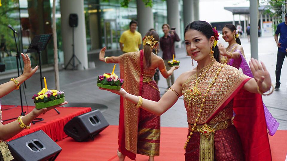 Thai dance 1 - re-sized.jpg