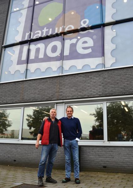 Bet van Drongelen, accountmanager Eosta, met Jakob Meinardi