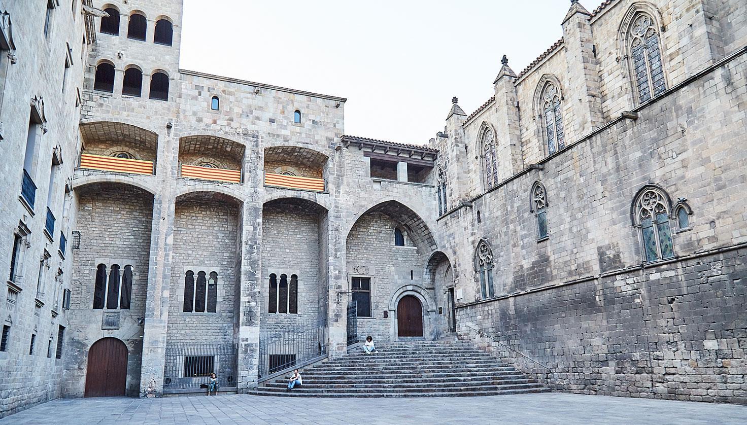 Foto Saló del Tinell - Capella de Santa Àgata - Mirador - Plaça del Rei