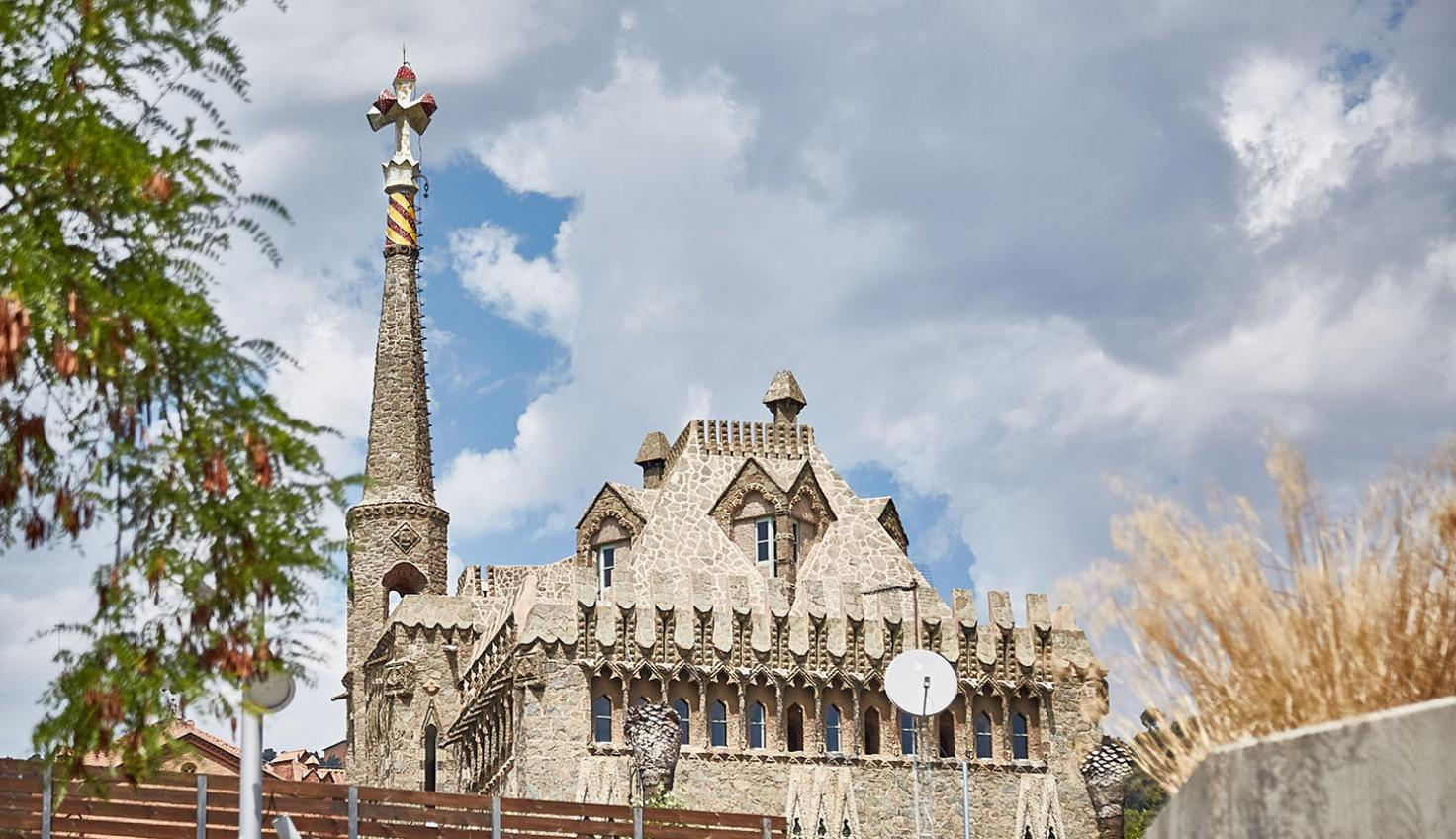 Foto Torre Bellesguard - Antoni Gaudí