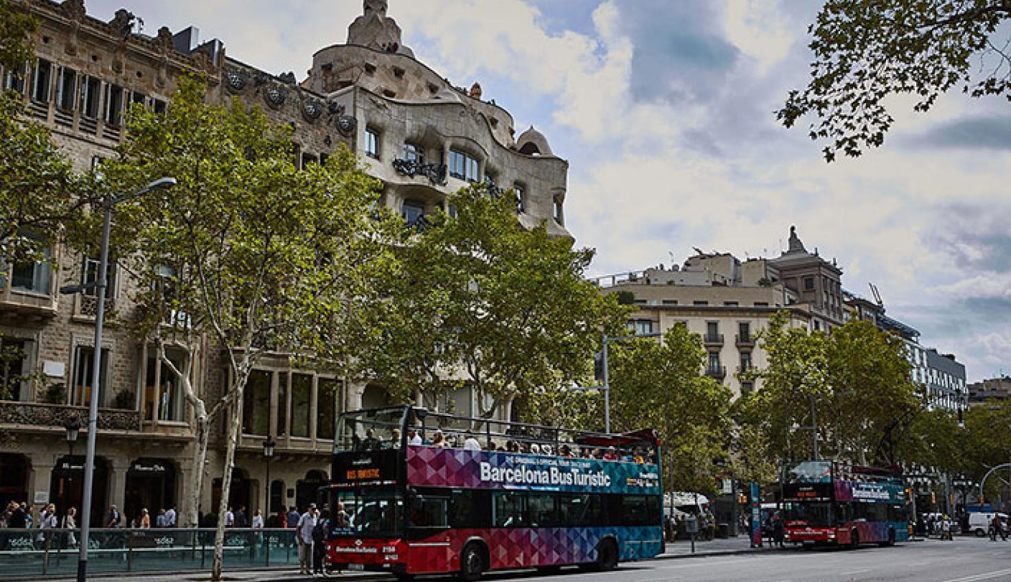 Passeig de Gràcia – La Pedrera stop