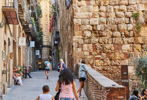 Römische Stadtmauer von Barcelona fotografie