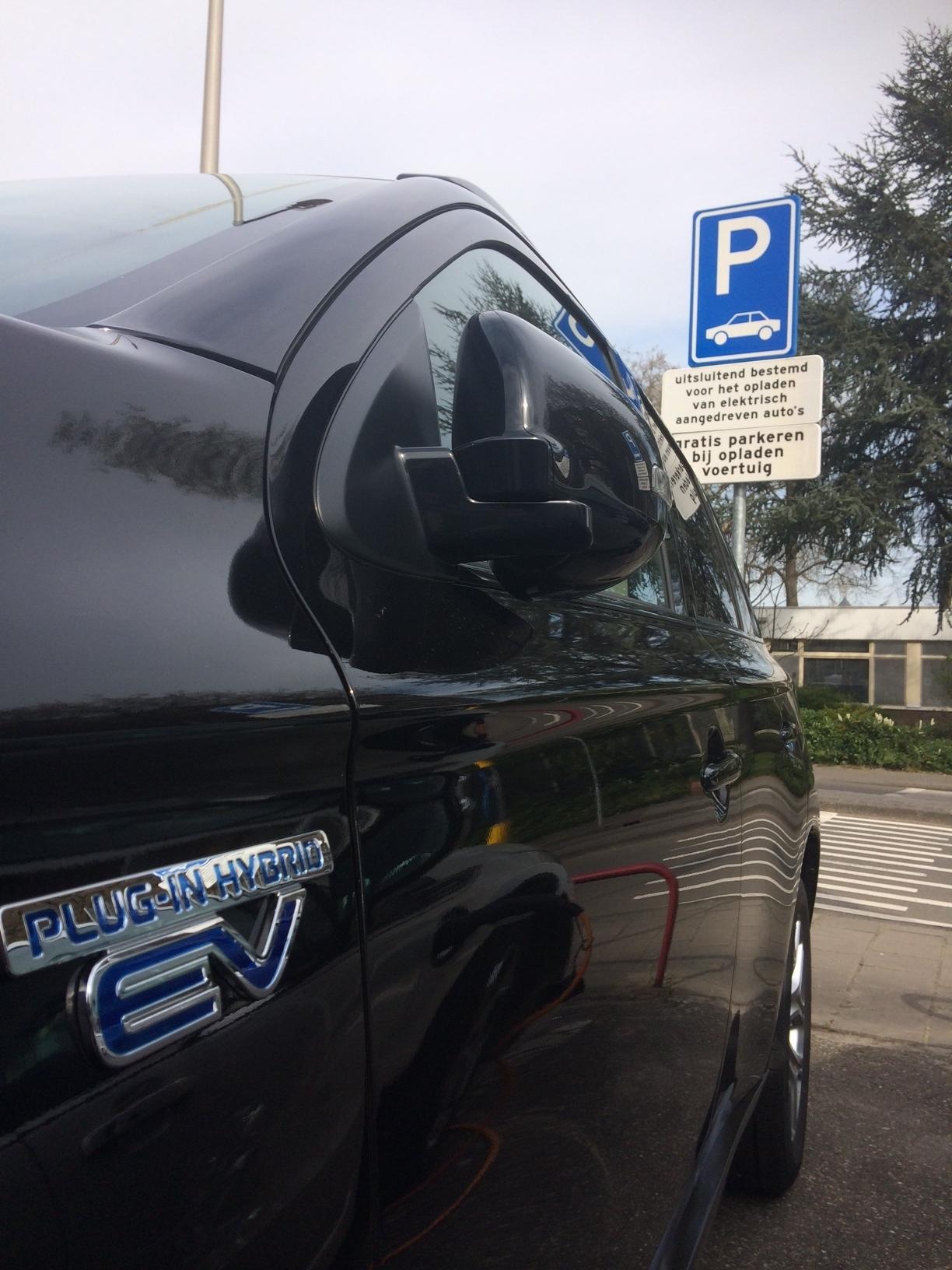 Auto opladen parkeerplaats