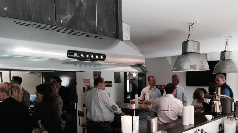Bezoekers in Enschede autoverkoopsite