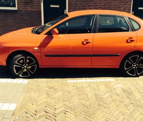 Auto oranje kleuren