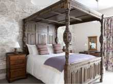 Four Poster