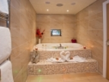The Ti Amo Suite & Hot Tub