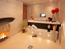 The Sugar Suite with Hot Tub