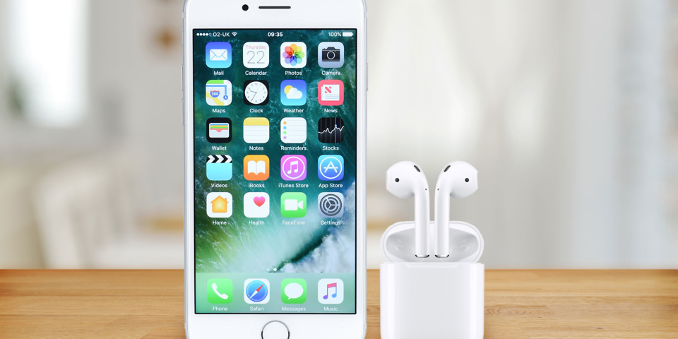 Will Apple include wireless headphones with the next iPhone?