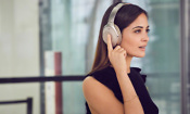 Sony unveils new 'smart' wireless headphones