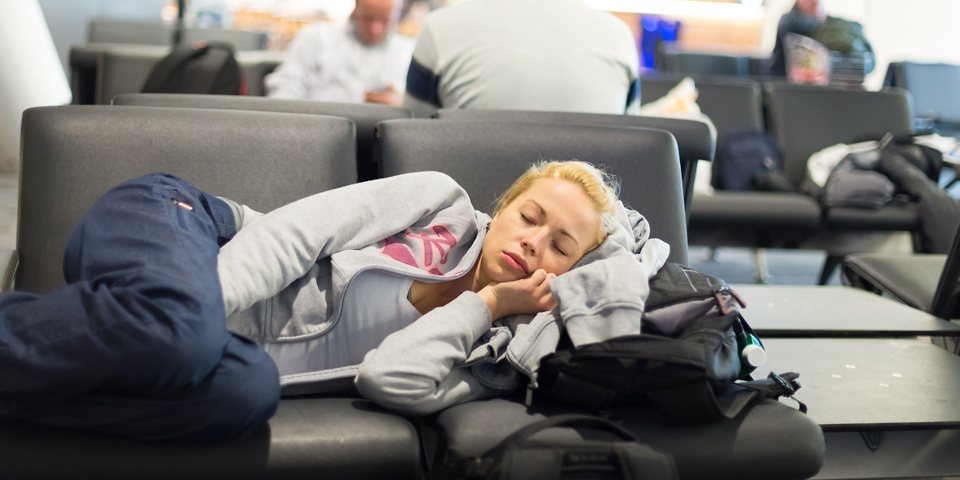UK airlines abandon flyers during delays