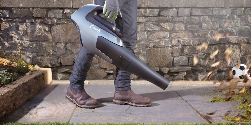 Which? tries out the Gtech cordless leaf blower