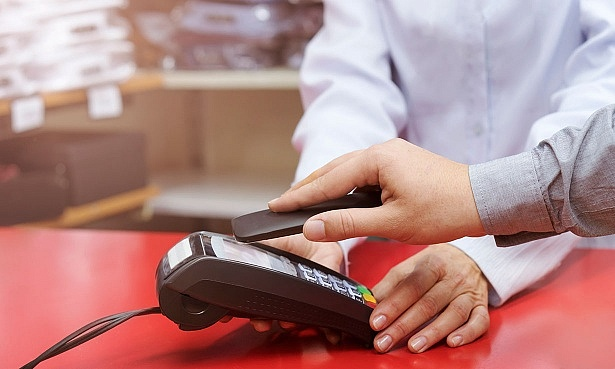 Paying for goods card reader till