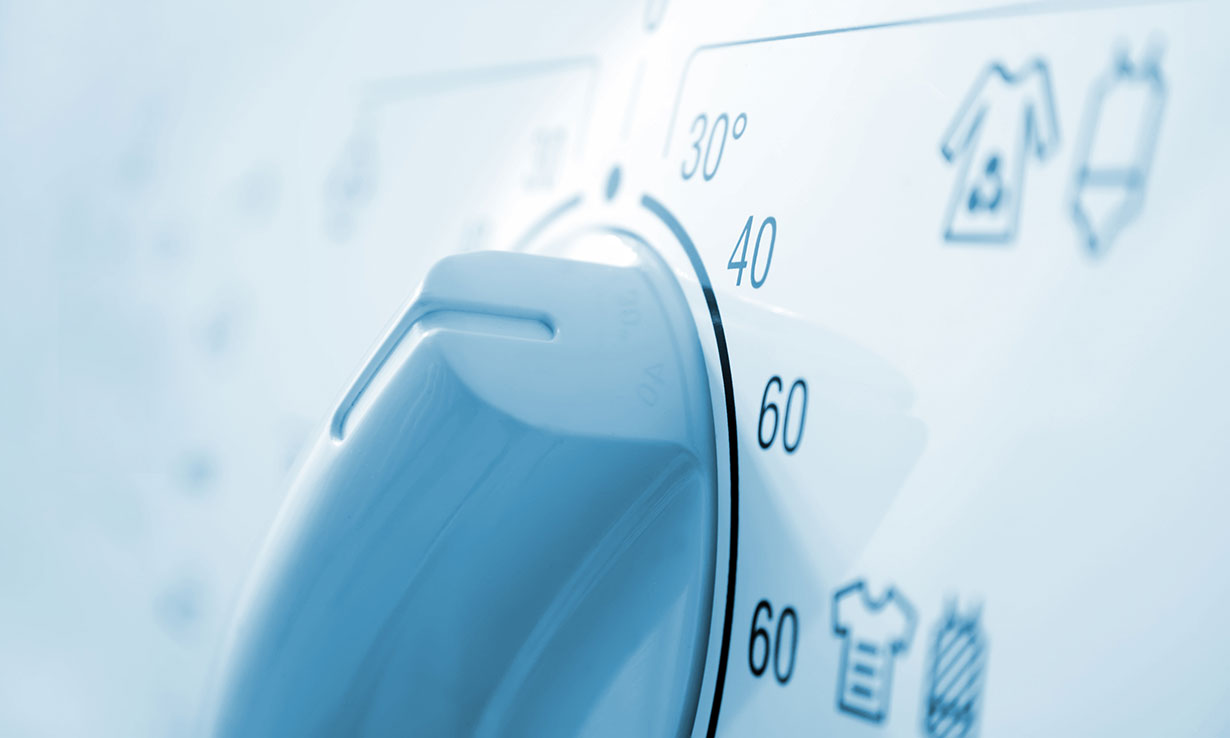 Washing machine control panel with temperature set to 40 degrees Celcius