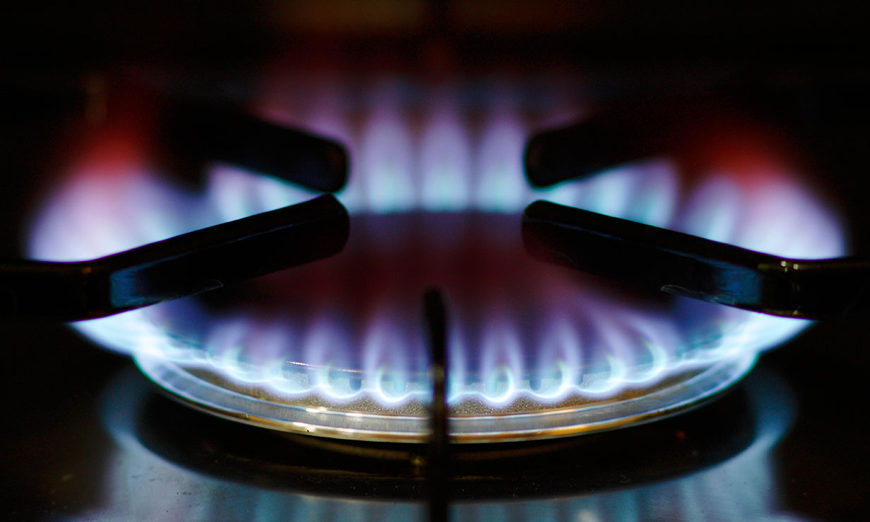 Gas ring with flame