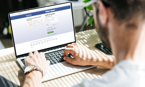 Using Facebook on a laptop