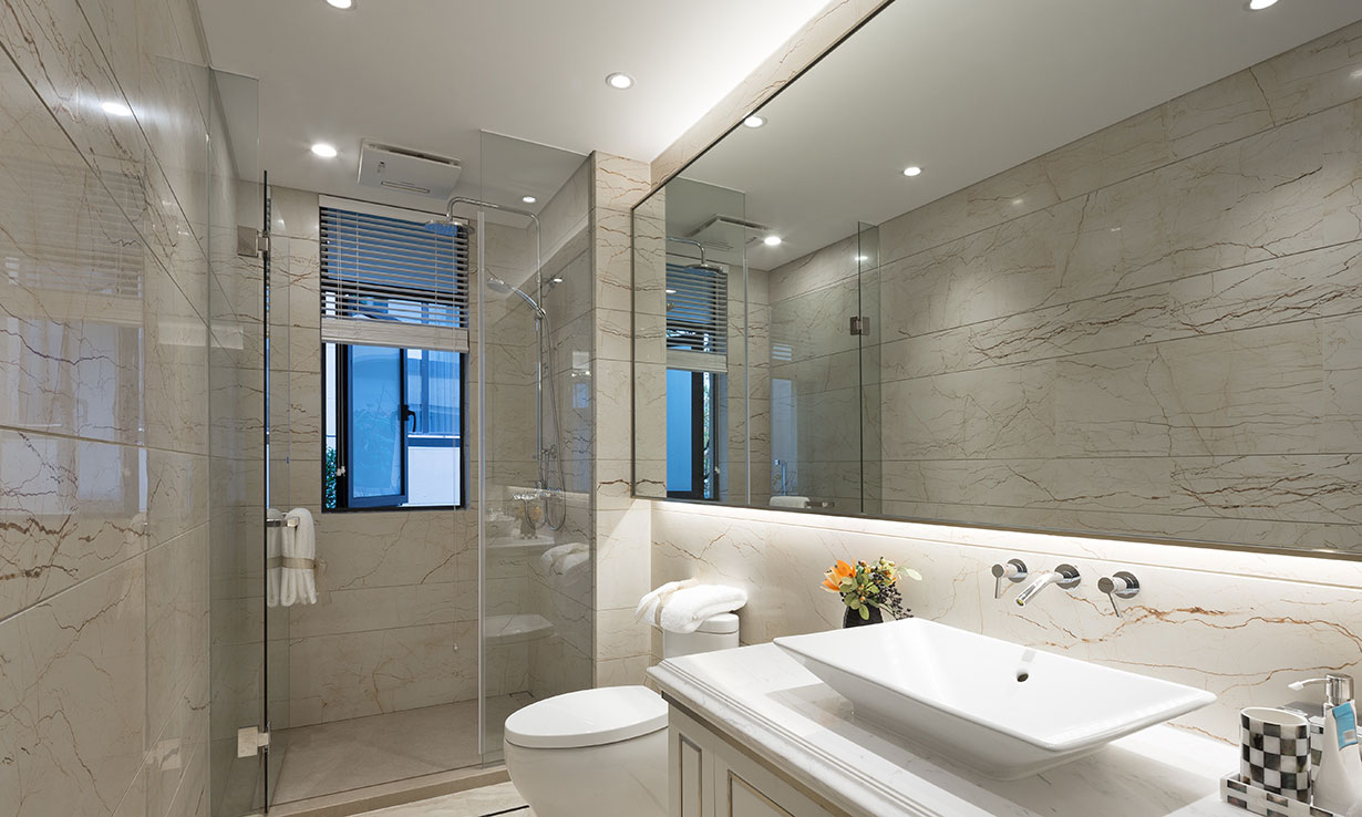 Shower room with a big mirror