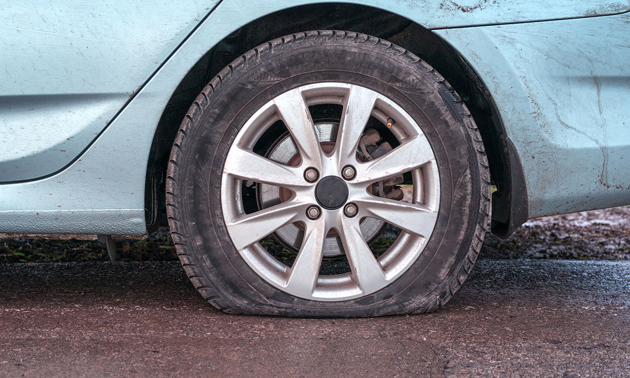 Flat car tyre