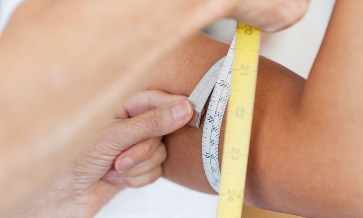 Measuring arm circumference