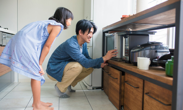 People using microwave oven
