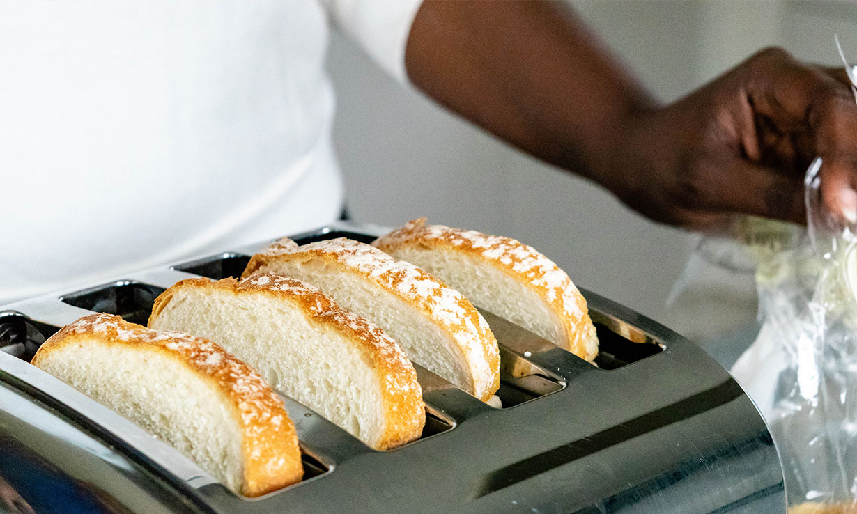 Bread in a four-slice toaster