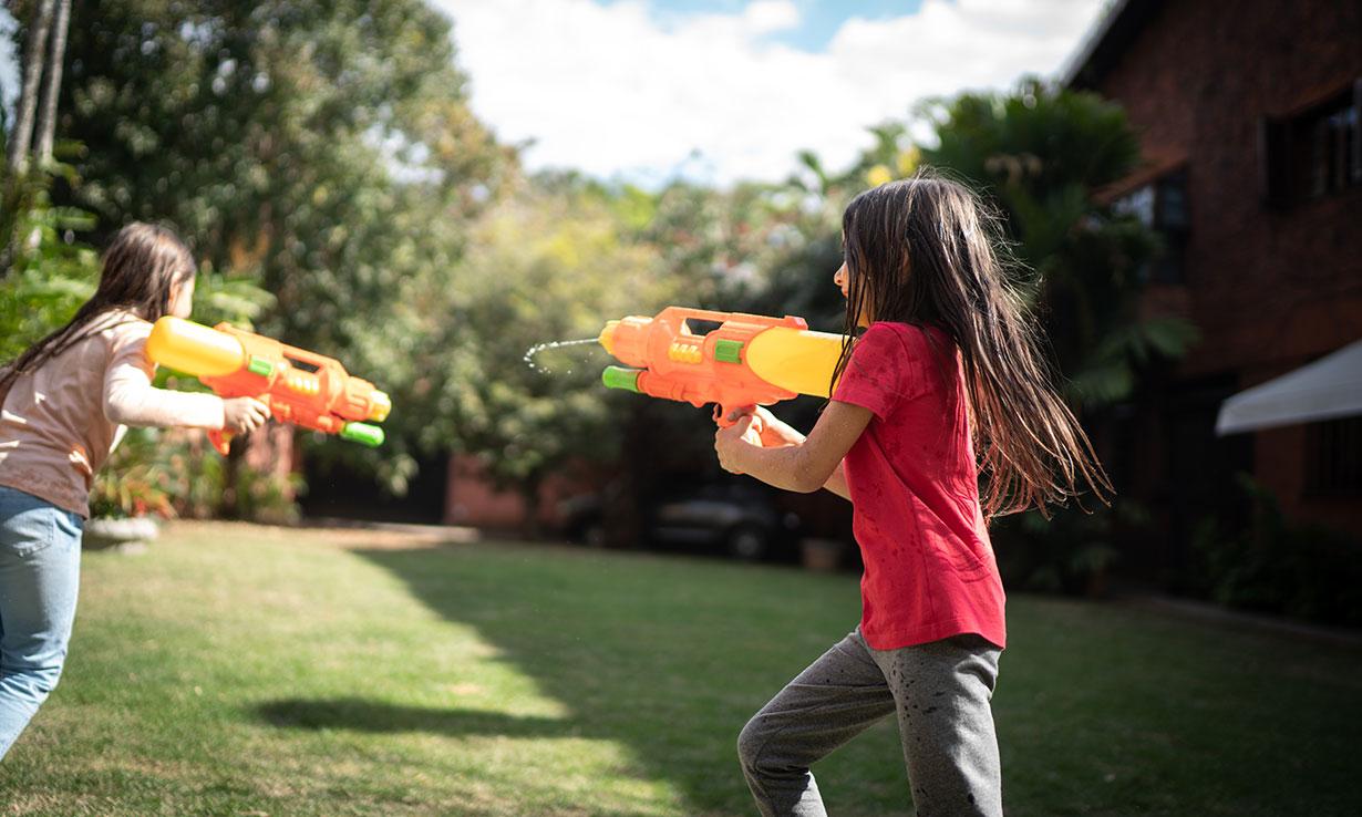 Kids water guns play