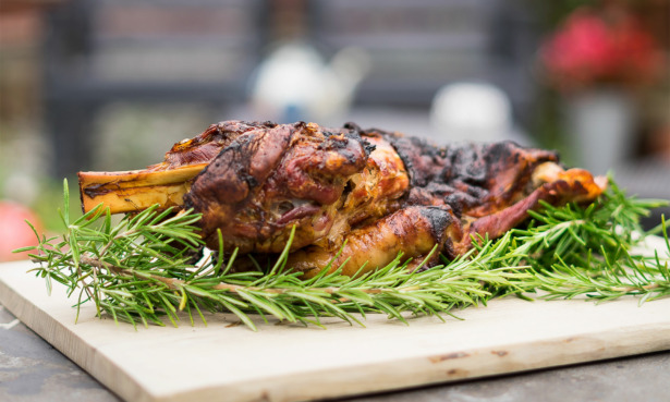 barbecue lamb shoulder