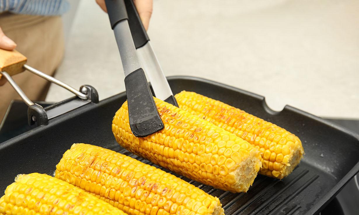Corn on cob and tongs