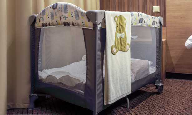 travel cot with wheels