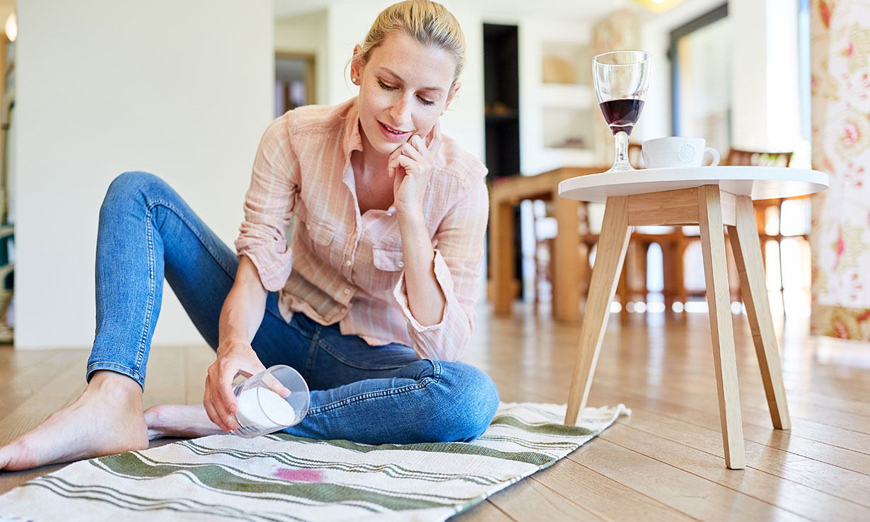 How to clean stains with salt
