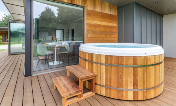 Hot tub lodge near Dedham Vale