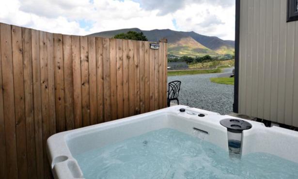 Hot tub Shepherd's Hut in Lake District