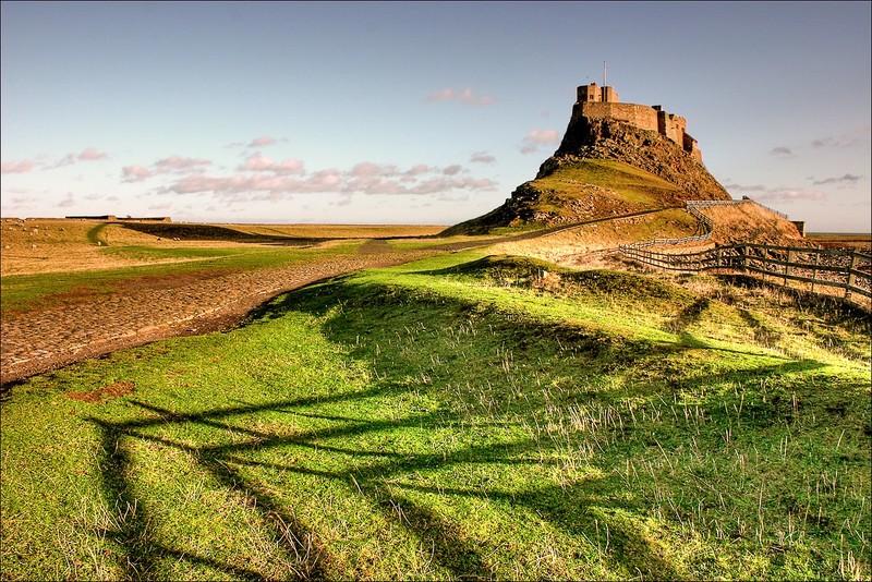 Замок Линдисфарн в Англии