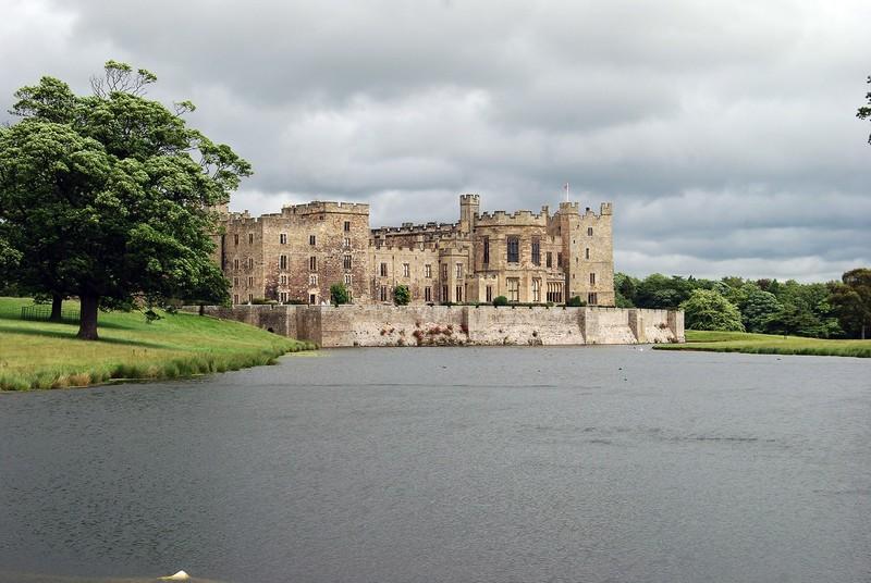 Замок Раби в Англии