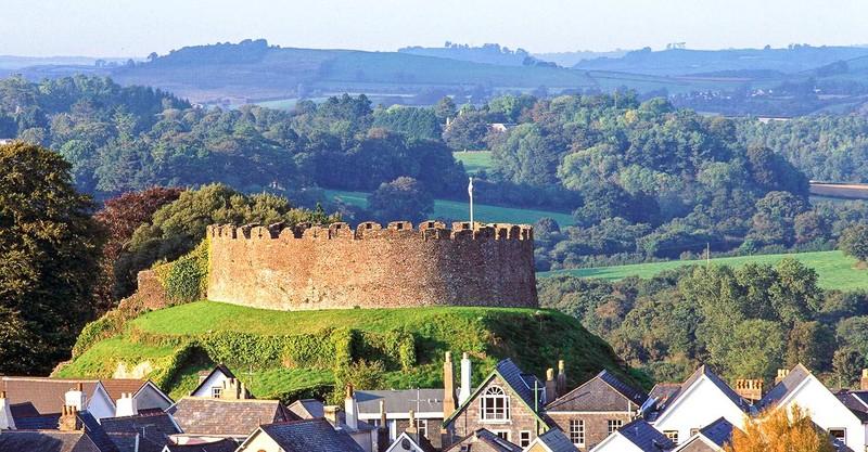 Замок Тотнес в Англии