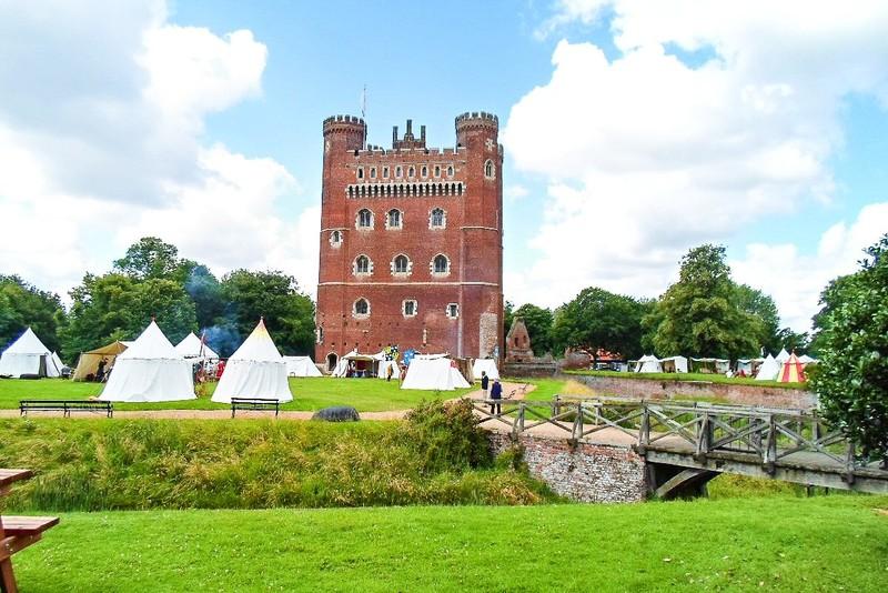 Замок Таттершолл в Англии