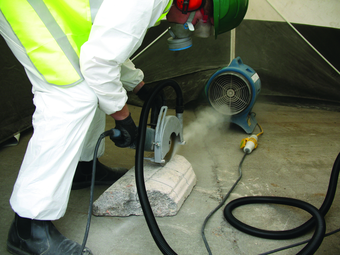 12 D Effective Extraction of dust from Angle Grinding inside Dust enclosure