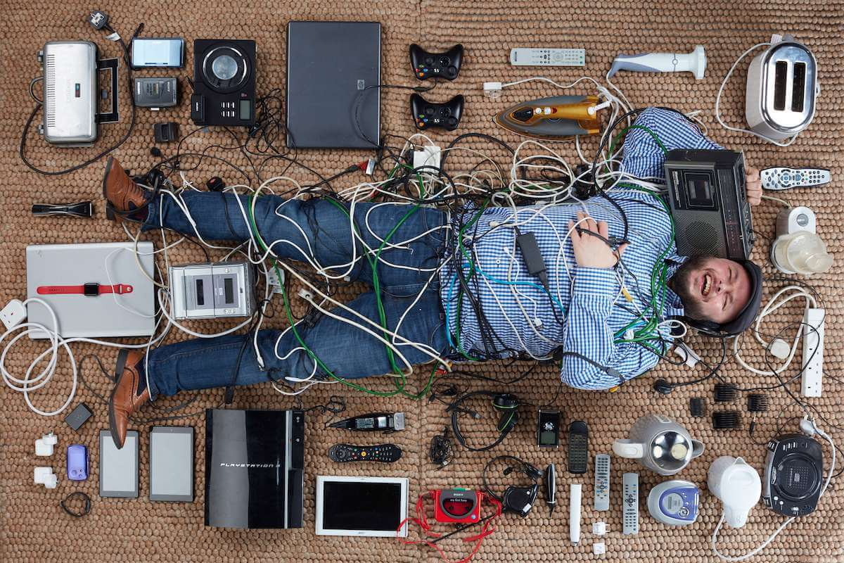 Ian Downs with electricals photographed by Gregg Segal